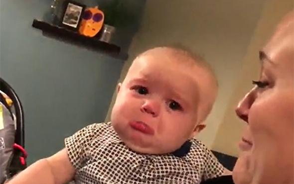Anne-babasının öpüşmesine katlanamayan bebek