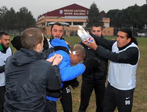 Mehmet Aurelio'ya Brezilya usulü kutlama