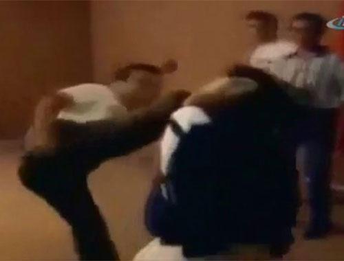 Elmaya tekme atmak isteyen karateci kadını pert etti