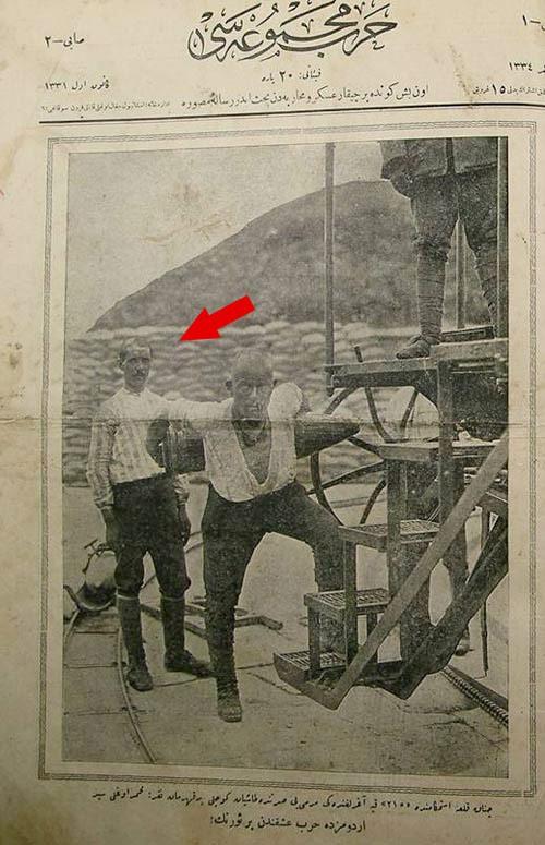 Seyit Onba��'n�n arkas�ndaki asker : Ni�deli  AL�