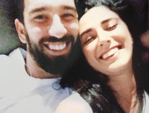 Arda Turan'dan Selfie'li barış mesajı