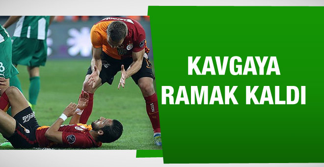 Galatasaraylı oyuncular birbirine girdi