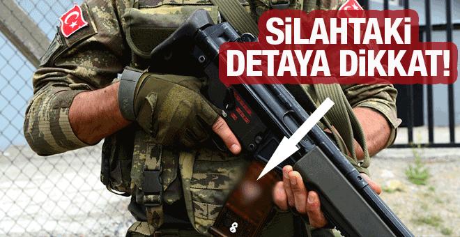 Operasyona katılan askerin silahındaki detaya dikkat!