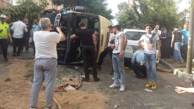 İstanbul'da minibüs devrildi: Yaralılar var