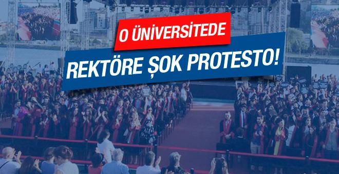Bilgi Üniversitesi'nde rektöre şok protesto!