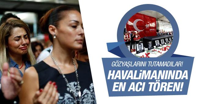 Atatürk Havalimanı'ndaki törende gözyaşlarını tutamadılar!