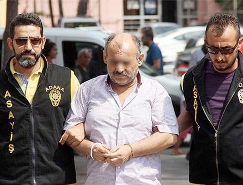 Adana'da polis anahtar deliğinden izlerken yakaladı