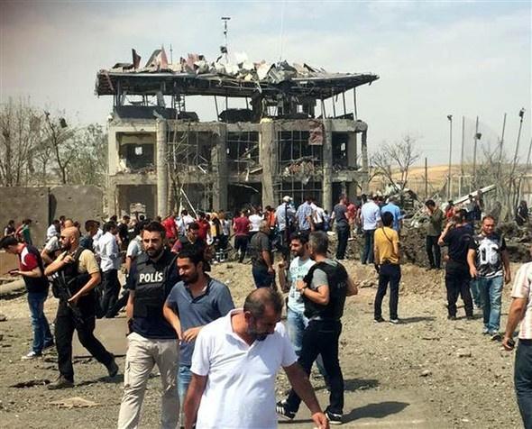 Diyarbakır patlaması ilk görüntüler dehşet!