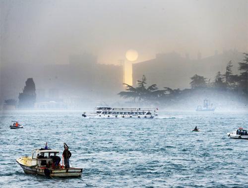 İstanbul'u sis bastı ortaya kartpostallık görüntüler çıktı