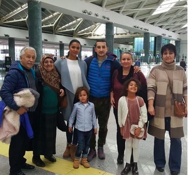 Serhat Akın'ın gizlediği eşi! Karısı ile çocuklarını ilk kez...