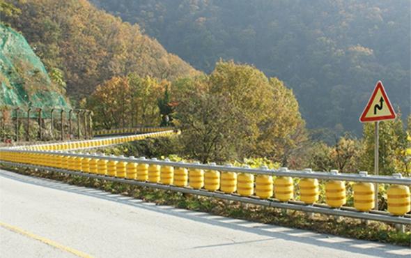 Otoyollarda hayat kurtaran döner bariyer sistemi