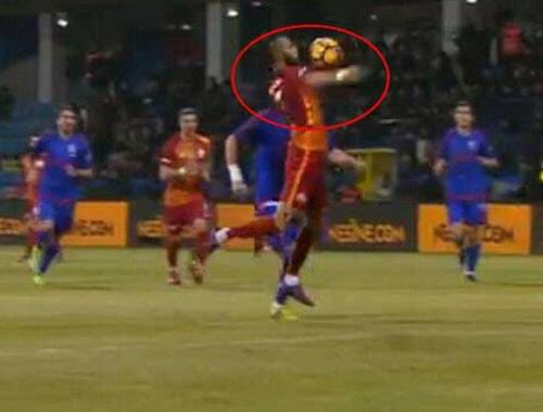 Galatasaray maçında tartışma yaratan an