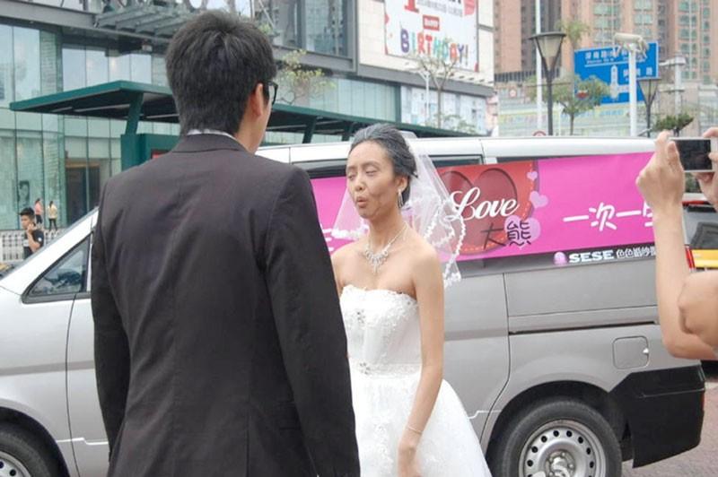 Image result for Çin'de düğün günü evleneceği adamı test etmeye kalkan çılgın gelin, şoka uğradı..