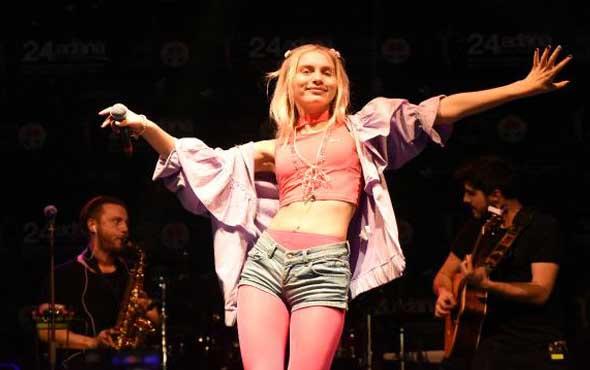 Aleyna Tilki konseri 2 dakika sürdü