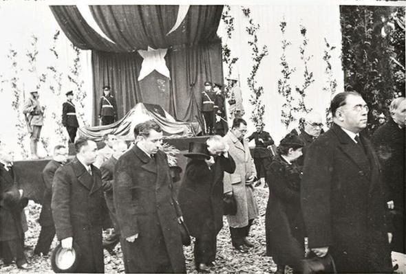 Atatürk'ün ölüm döşeğindeki son sözü! 10 Kasım Saat 09.05'te...