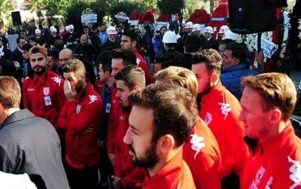 Samsunsporlu futbolculardan şehide vefa