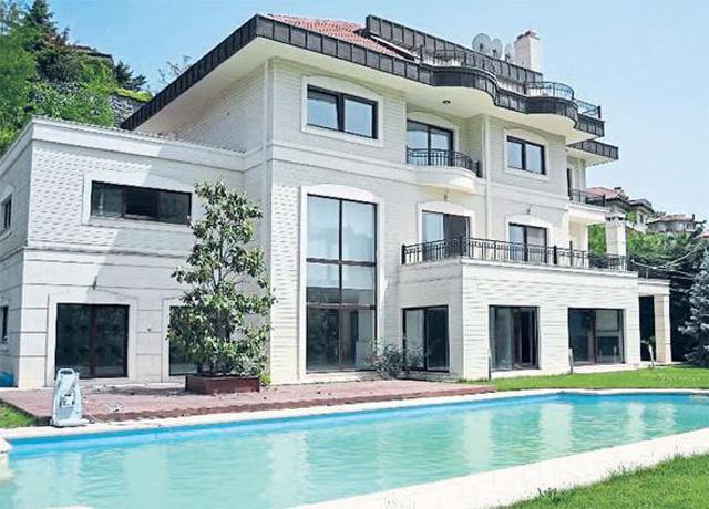 Demet Akalın eski evinde 1 milyon lira unuttu!