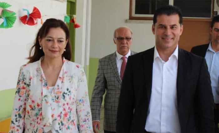 KKTC karıştı! Başbakan korumalara eşini sokağa attırdı!