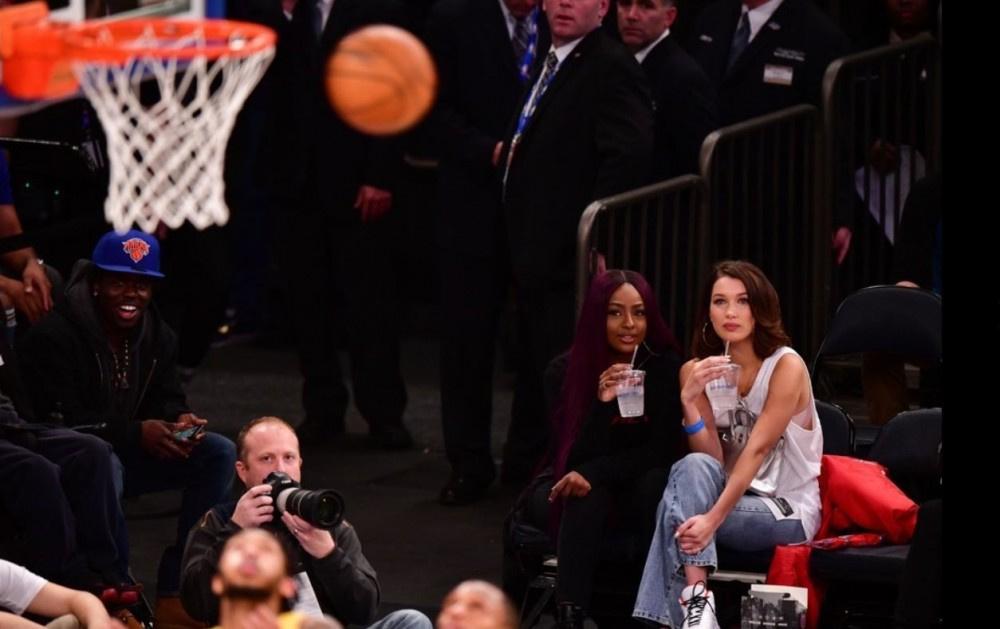 Herkes maçı bıraktı onu izledi o ise kimseyi umursamadı