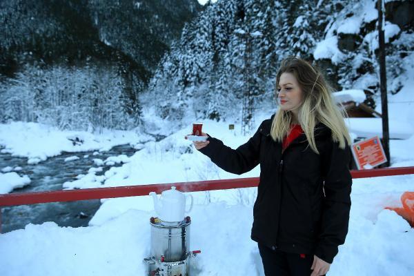 Kar suyuyla çay demlenirse ne olur? Türkiye birincisi anlattı