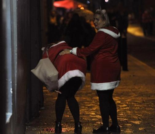 Eğlencenin dozu kaçtı! Noel öncesi skandal kareler