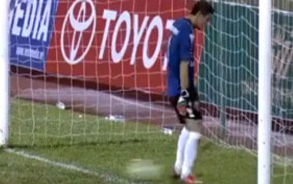 Futbolcular Hakemin Penaltı Kararına Sinirlenerek Maçı Bıraktı