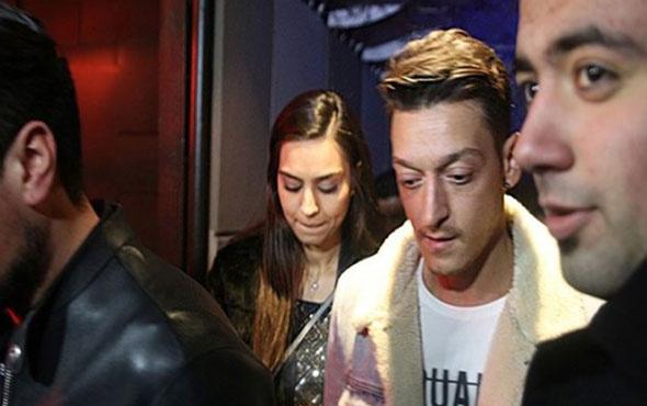Mesut Özil ile Amine Gülşe İstanbul'a ev bakmaya geldi