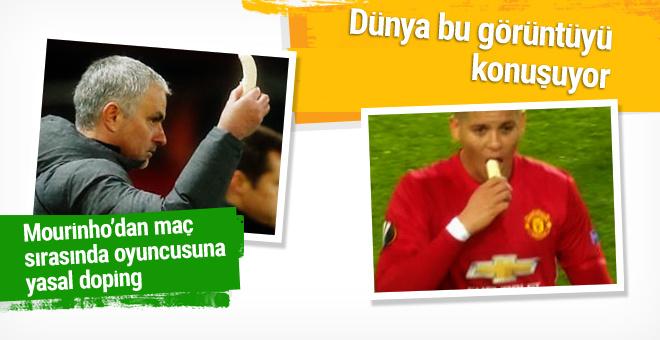 Mourinho maç sırasında oyuncusuna muz yedirdi