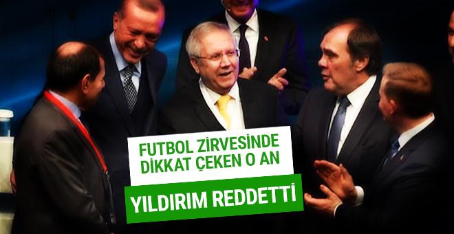 Futbol zirvesinde dikkat çeken an! Aziz Yıldırım reddetti