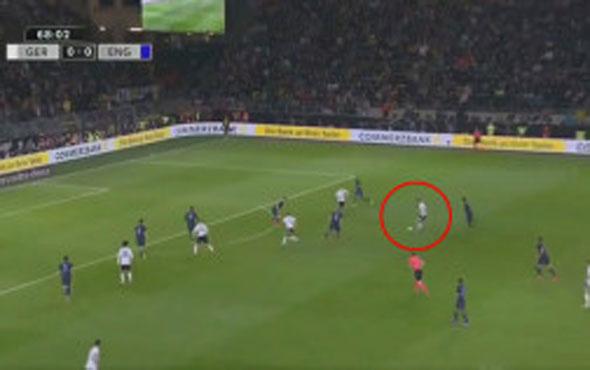 Podolski Milli Takım'a veda maçında attığı golle güne damgasını vurdu