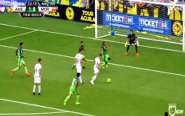 Futbolcu penaltı kararı veren hakemin yanlışını düzeltti