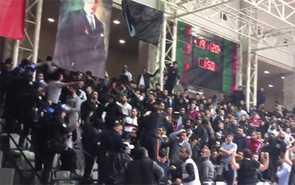 Beşiktaş - Pınar Karşıyaka maçı olaylardan dolayı durdu