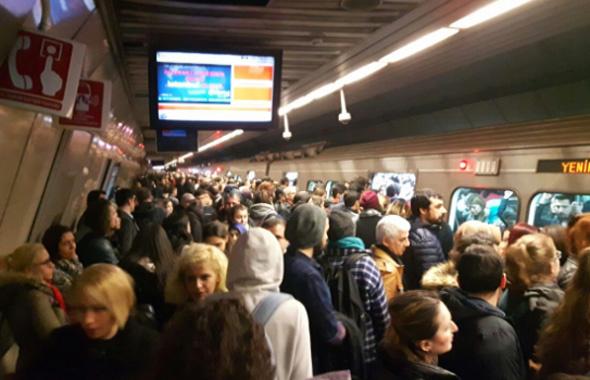 Metro arızası İstanbulluları çıldırttı!