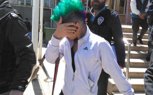 Yeşil saçları yakalattı evinde bulunanlara bakın!