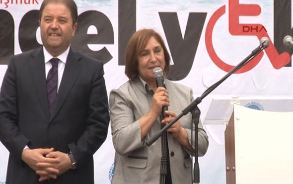 Selvi Kılıçdaroğlu engelli çocuklarla podyuma çıktı...