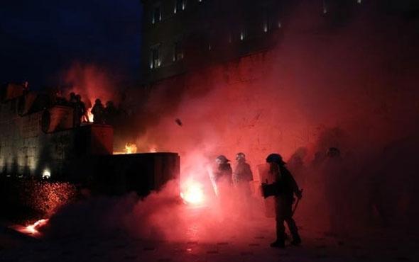 Yunanistan yine karıştı! Meclis'i basmak istediler