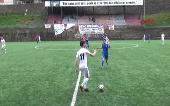 Balısporlu futbolcular hakemi protesto etti