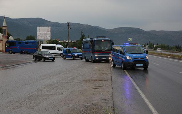 FETÖ sanıklarını taşıyan cezaevi aracı kaza yaptı!
