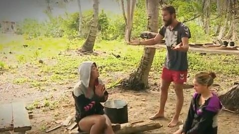 Survivor'da aşk üçgeni Sabriye'den Adem'e olay Berna sorusu!