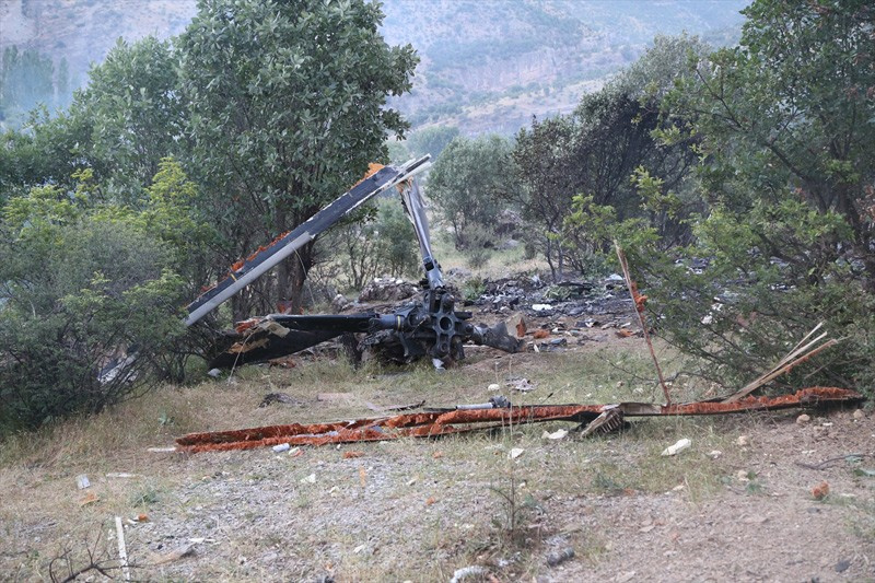 Şırnak'ta düşen askeri helikopterin enkazı görüntülendi