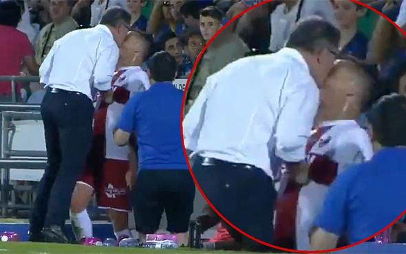 Huesca hocası, şişeleri tekmeleyen oyuncusuna kafa attı