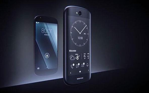 Ruslar çift ekranlı YotaPhone 3'ü piyayasa sürüyor