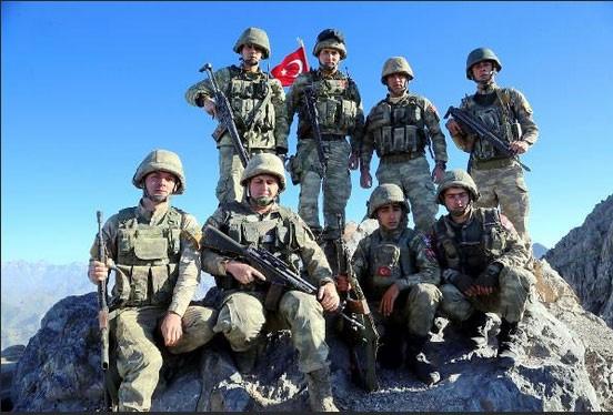 Askerlerin zorlu nöbet değişimi! Her şey vatan için