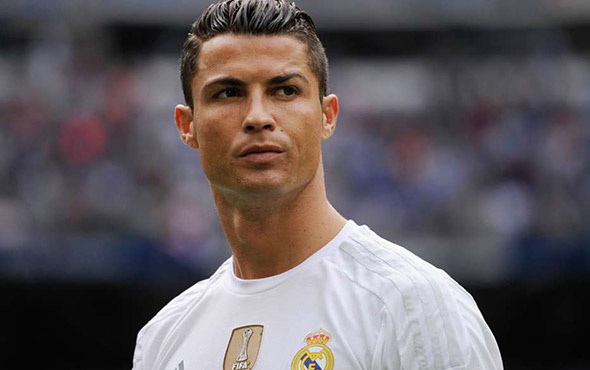 Cristiano Ronaldo yeni saç stiliyle şaşırttı