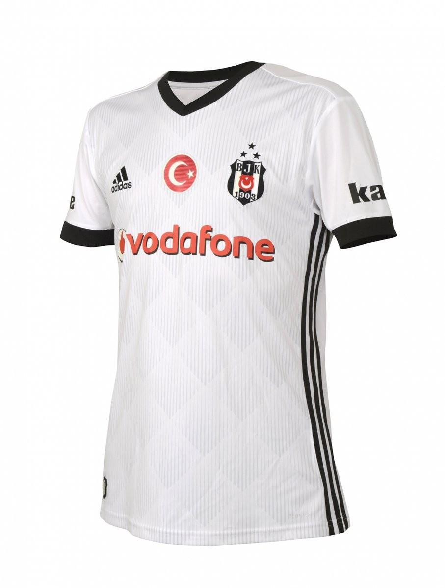 Beşiktaş'ın 3 yıldızlı formaları resmen tanıtıldı