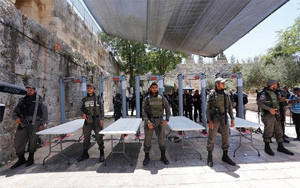İsrail polisi Mescid-i Aksa'yı ibadete açtı ama...