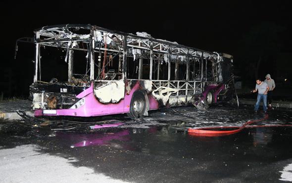 İstanbul'da İETT otobüsü cayır cayır yandı