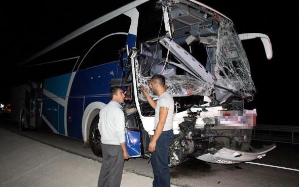 Yolcu otobüsüyle kamyon çarpıştı ölü ve yaralılar var