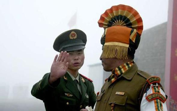 Çin Hindistan'a saldırdı! Onlarca ölü var