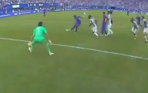 Neymar Juventus defansını parmağında oynatarak gol attı